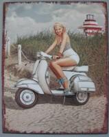 Blechschild - Frau auf Scooter - 20 x 25 cm